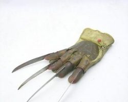 Nightmare on Elm Street: Part 5 Freddy Krueger (Robert Englund) Hero Glove Movie Props