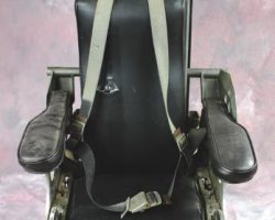 Spindrift pilots chair – Land of the Giants