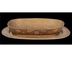 Serving platter and fruit bowl from Cleopatra