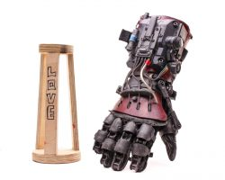 ASH VS EVIL DEAD ASH BRUCE CAMPBELL SCREEN USED POWER GLOVE & STAND MULTI EPS