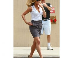 "Jennifer Aniston ""Nicole Hurley"" sleeveless blouse from The Bounty Hunter"