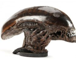 Screen-used Alien head & hands from Alien³