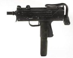 Mel Gibson non-firing pistol Lethal Weapon 3