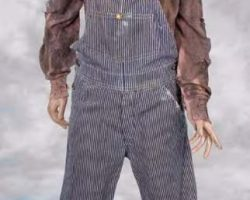 """Carrie Henn """"Newt"""" costume and display from Aliens"""