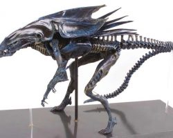 Screen used movie prop special effects miniature of the Alien Queen from Aliens