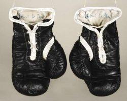 Robert De Niro screen-used boxing gloves – Raging Bull