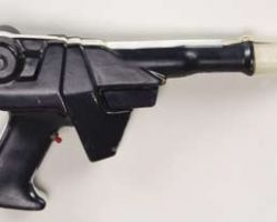 Earth Directorate pistol – Buck Rogers 25th Century